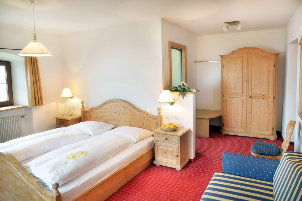 Inn Ansitz Fonteklaus: comfy rooms and central location in the Isarco Valley